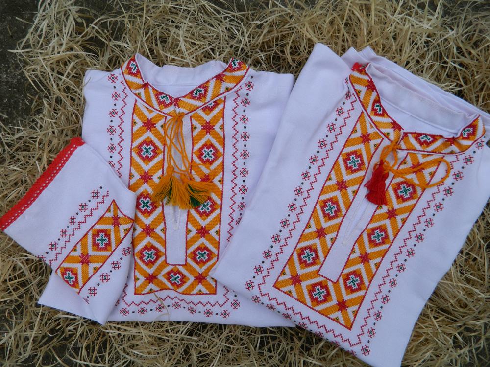 09eff1bae355 Vyšívané košele. Bohato vyšívané pánske košele ľudovými slovenskými a  slovanskými starými ornamentmi. Hodnotný a veľmi tradičný dar. Materiál  ľan  ...