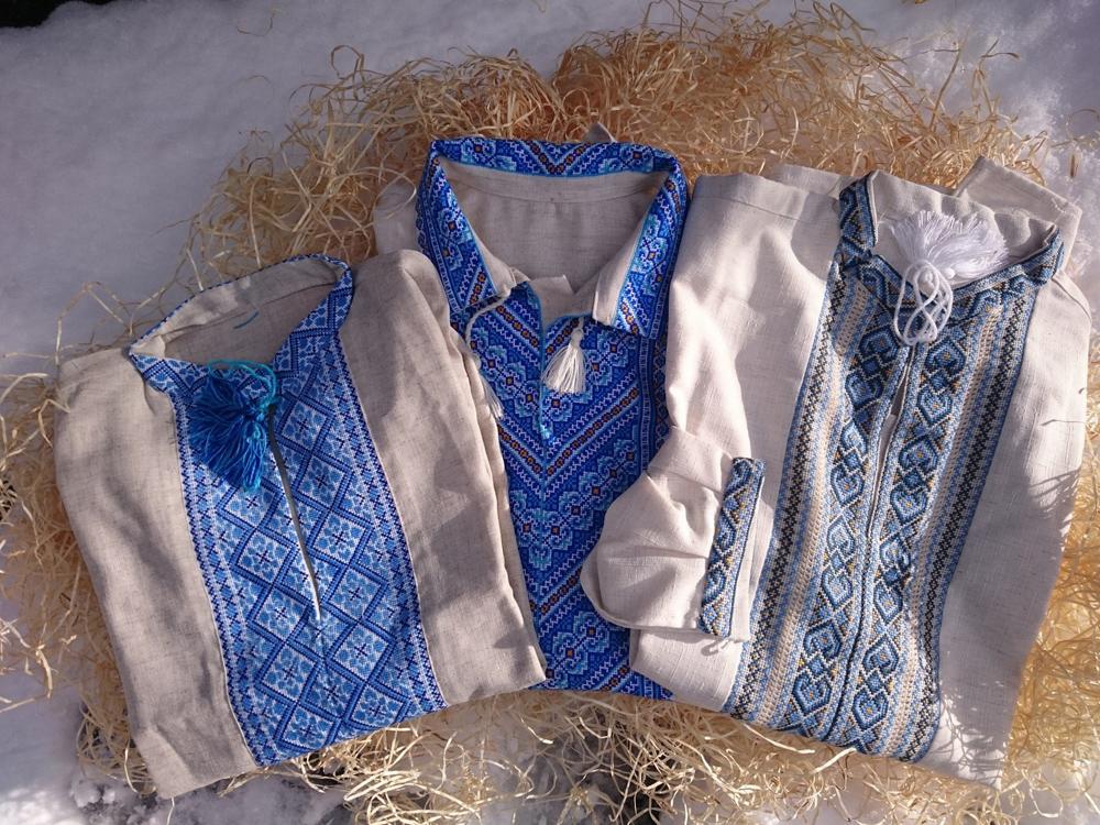 0c19bc2bf966 Bohato vyšívané pánske košele ľudovými slovenskými a slovanskými starými  ornamentmi. Hodnotný a veľmi tradičný dar. Materiál  ľan