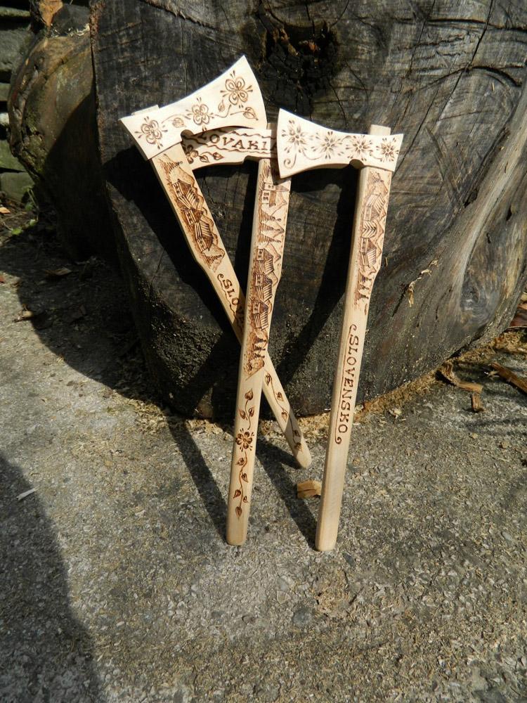 e87cbf8ea99b2 Valašky s motívmi krajiny Slovenska Materiál: drevo. Veľkosť: 45 cm. Cena:  8,99 € >> objednať